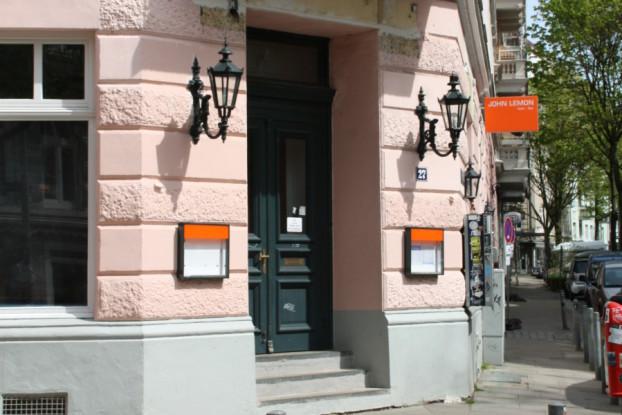 Am 7. März feierte das John Lemon in der Margaretenstraße Eröffnung. Hier gibt es nicht nur eine Bar, sondern auch eine Kegelbahn. Foto: Agathe Bogacz