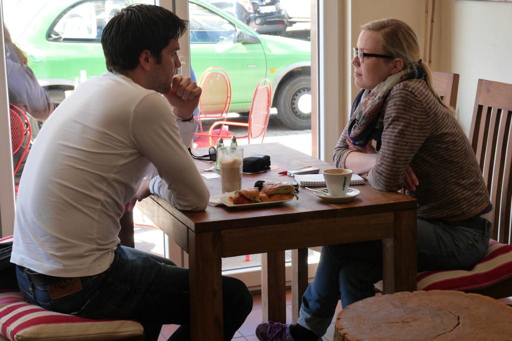 Silvia Stiehm-Werner traf den langjährigen St. Paulianer nach einer Trainingseinheit auf einen Kaffee in der Osterstraße Foto: Mandy Mülling