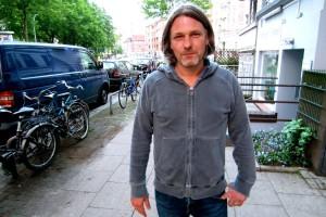 Marco Scheffler vom Eimsbütteler Salon hungert gegen Hartz IV. Foto: Ada v. d. Decken