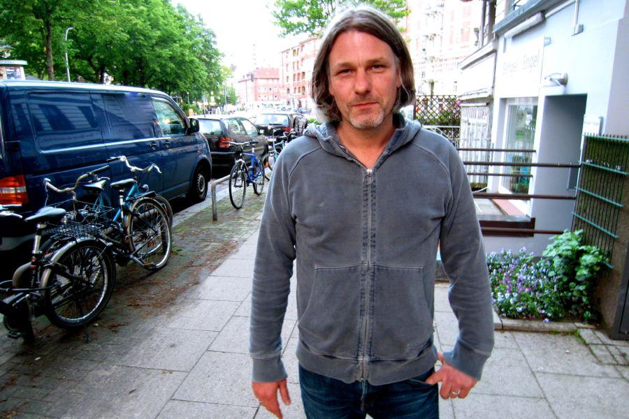"""""""Ich finde es spannend, dass Herr Schreck mehr Kommentare als Likes hat"""", bemerkt Marco Scheffler. Keine Spur von Missgunst bei ihm: """"Ich hätte mich gefreut, wenn jemand eine solche Aktion für mich gemacht hätte."""" Trotzdem gibt er zu bedenken, dass durch die Youtube-Aktion der Sinn der Abstimmung verfehlt worden sei. """"Der 1. Preis ist wohl weg. Den bekommt Herr Schreck"""", reimt Scheffler abschließend. Foto: Ada v. d. Decken"""