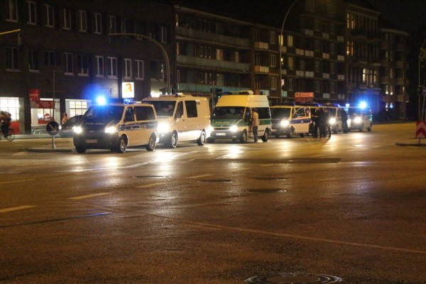 Auch am späten Abend war vielerorts noch Polizei präsent. Foto: Ada von der Decken