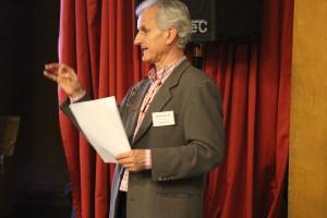 """Der Moderator des """"Runden Tischs"""", Jürgen Roloff. Foto: Neele Wulff"""