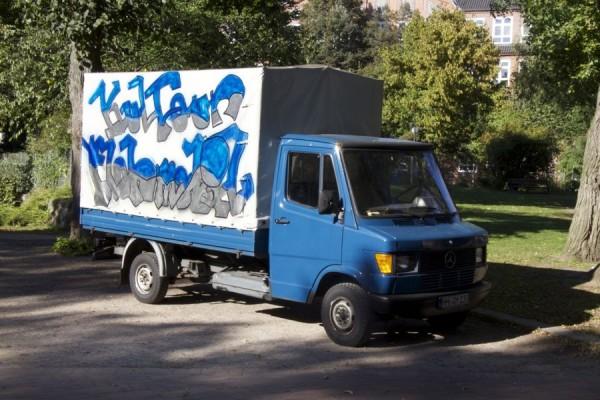 "Das ""KulTour Flohmobil"" auf dem Else-Rauch-Platz. Foto: Jan Hildebrandt"