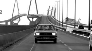 """Fahrt über die Köhlbrandtbrücke. Bild aus der Serie """"Filmstadt"""""""