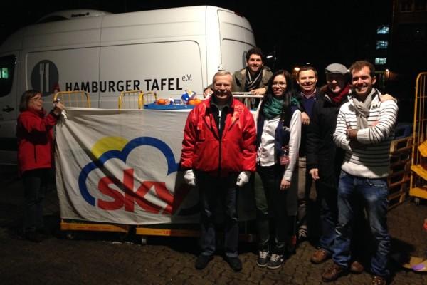 Das Team des Round Table Clubs war angesichts der Spendenbereitschaft der Kunden überwältigt. Foto: Bastian Radtke