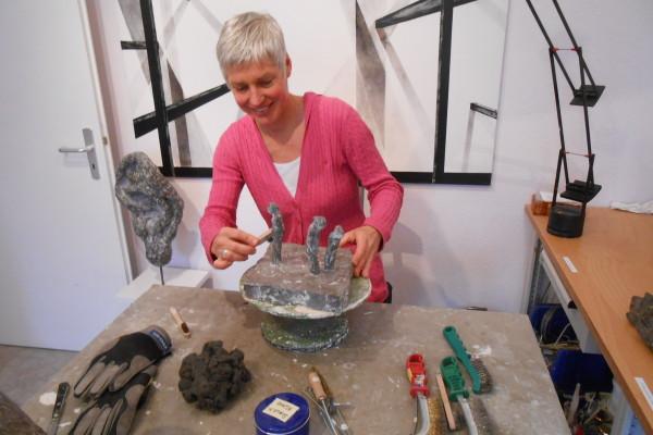Stefanie Wichert beim Feinschliff, Foto: Anja von Bihl