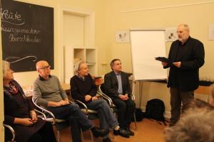 Auf dem Podium diskutierten Vertreter aus Politik und Kultur. Foto: Nora Helbling