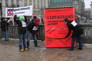 """Aktion gegen die Verfassungsänderung von """"Mehr Demokratie Hamburg"""" Foto: Matthias Cantow"""