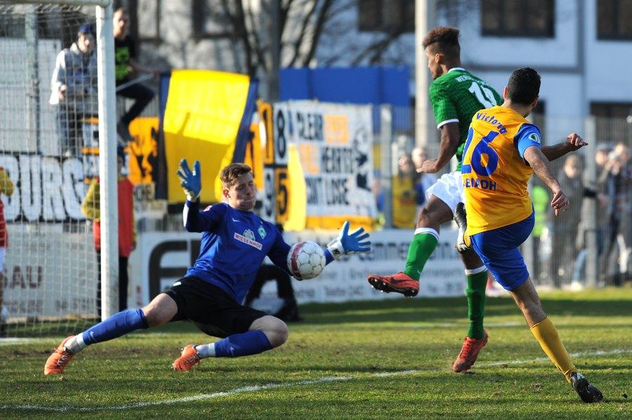 Mohamed Labiadh scheiterte aus 8 Metern an Werder-Keeper Strebingern. Foto: Tim Eckhardt