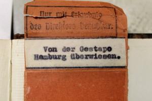Aufkleber der Gestapo, Foto: Simon Karger