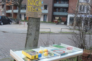 """Ein Tische als Tauschbörse. Foto: Michael/<a href=""""http://platz-ohne-namen.net/"""">platz-ohne-namen.net</a>"""