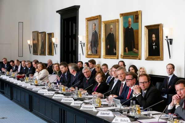 Die erste Sitzung des neugewählten Handelskammer-Plenums. Foto: Ulrich Perrey