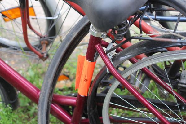 Auch dieses Fahrrad macht seine letzte Fahrt zum Fahrradfriedhof. Foto: Nora Helbling