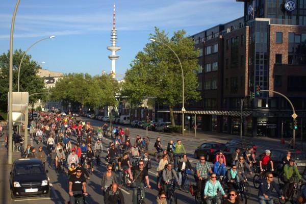 Auch über die Fruchtallee führte die Critical Mass. fotos.nocke.de/