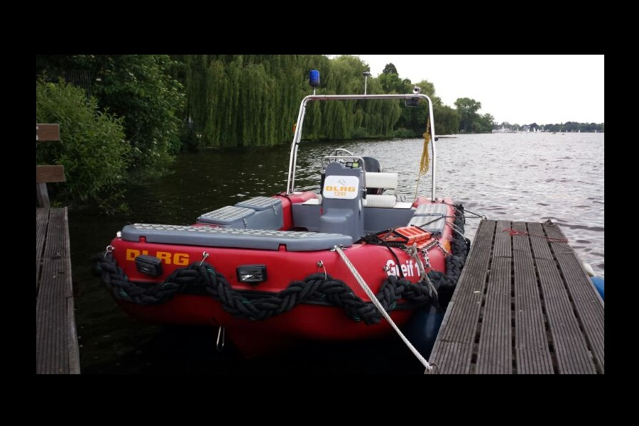 Noch liegt das Rettungsboot Greif 10 beim Ruderclub Germania vor Ort. Foto: DLRG