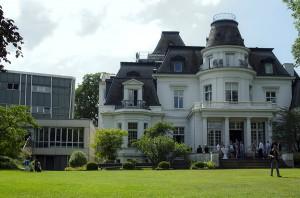 Das Hauptgebäude der HfMT. Foto: Martin Karakolev