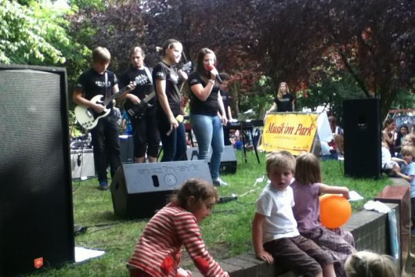Lockt jung und alt ans Kaifu: Das Musik im Park. Foto: Kira Linsel