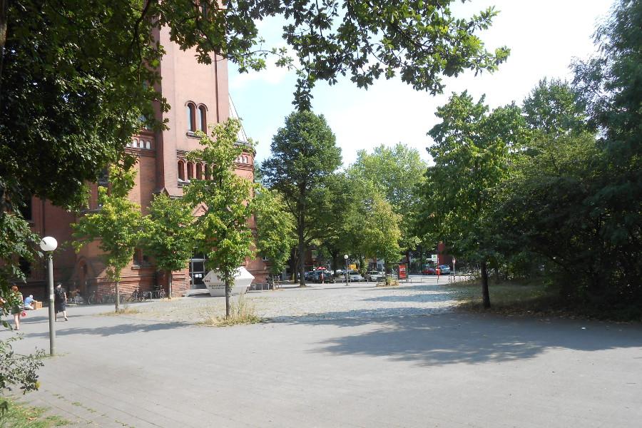 Vorplatz der Apostelkirche. Foto: Anja von Bihl