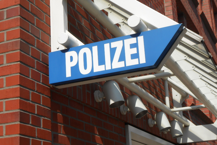 Zeugenaufruf nach Raub mit Schusswaffe in Niendorf