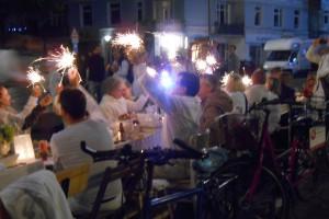 """Wunderkerzen beim """"Weißen Dinner"""" 2014. Foto: Anja von Bihl"""