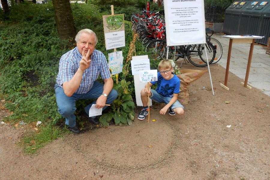Andreas Böhle und ein kleiner Helfer sind guten Mutes. Foto: Anja von Bihl
