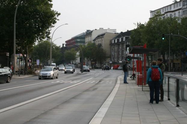 Bushaltestelle Bezirksamt Eimsbüttel stadteinwärts. Foto: Anja von Bihl