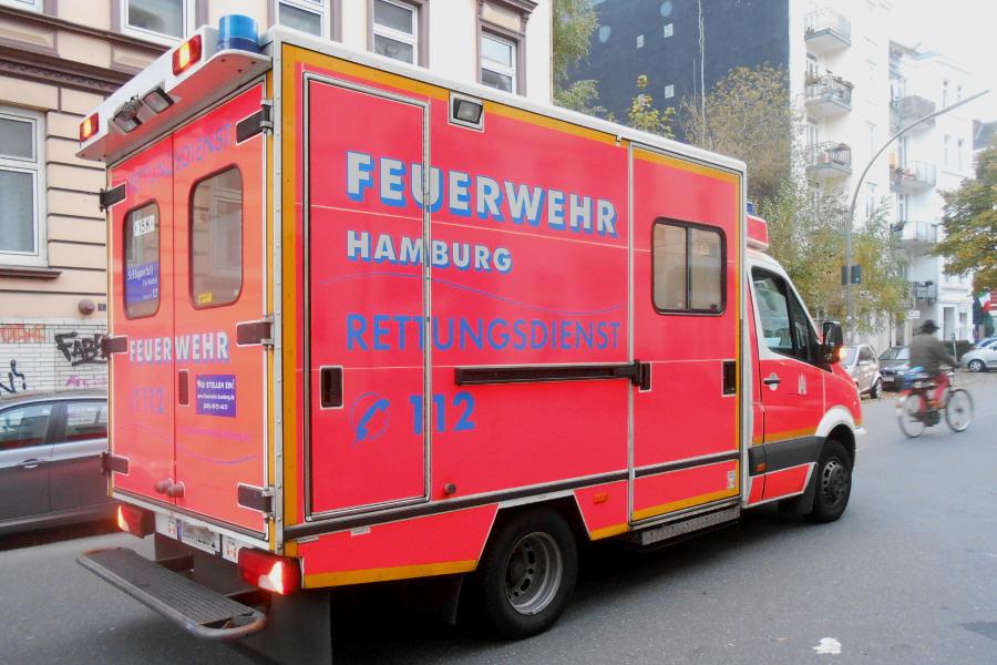 Verkehrsunfall zwischen PKW und Linienbus