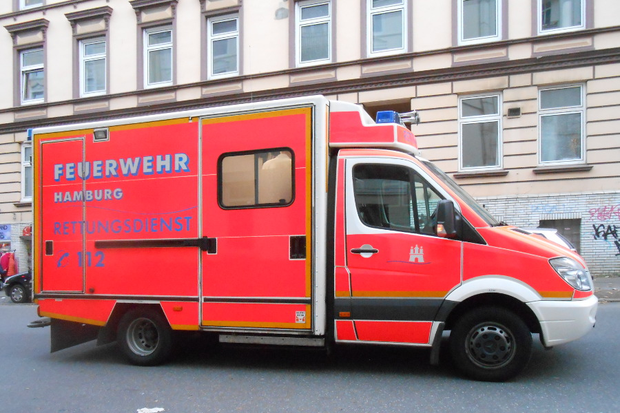 Autounfall: Fußgänger schwer verletzt