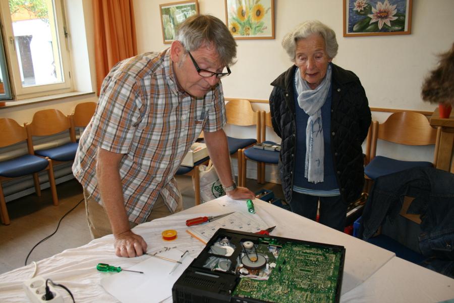 Klaus Wagnermit einem Sorgenkind. Foto: Anja von Bihl