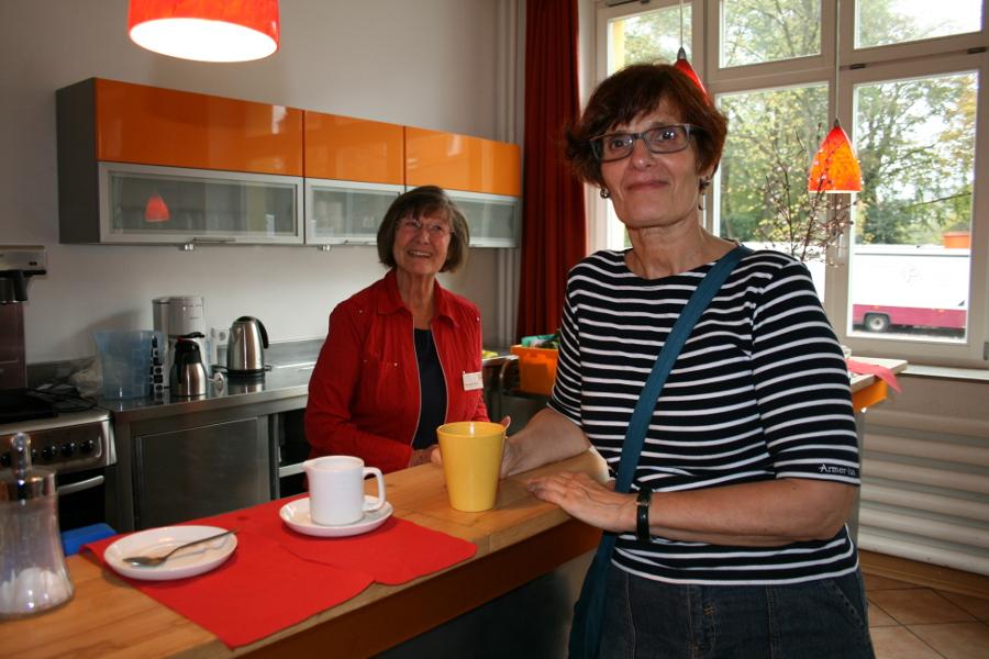 Heidemarie Seidel-Wagner und Catering-Organisatorin Annemarie. Foto: Anja von Bihl