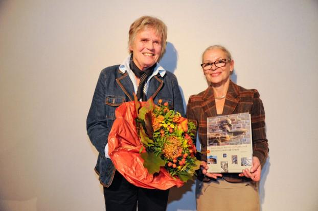 Preisträgerin Maike Bruhns (links) und Gabriele Beger, Direktorin der Staatsbibliothek (rechts). Foto: SUB Hamburg.