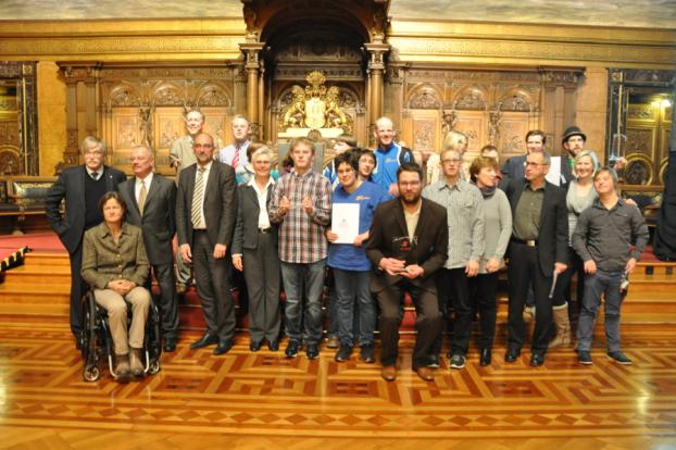 """Am 3. Dezember wurde im Hamburger Rathaus die Auszeichnung zum """"Wegbereiter der Inklusion"""" im Bereich Sport verliehen. Foto: Anke Ottmann bei Senatskoordinatorin"""