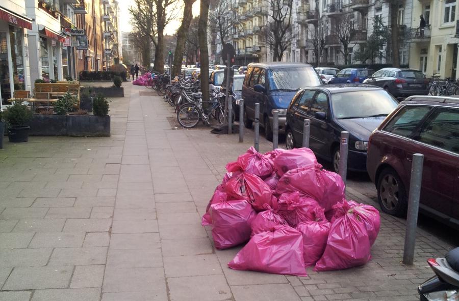 Rosa Müllsäcke. Foto:??