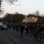 """Die Julius-Vosseler-Straße wurde von den """"Critical Mass""""-Anhängern vereinnahmt. Foto: Niklas Heiden"""