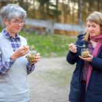 Unsere Autorin Theresa Gursch (rechts) beim Verkosten. Foto: Nicolas Döring