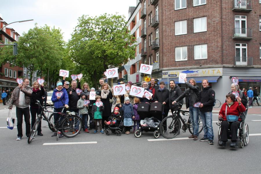 Initiative demonstriert für Tempo 30 im Eppendorfer Weg, Foto: Agathe Bogacz
