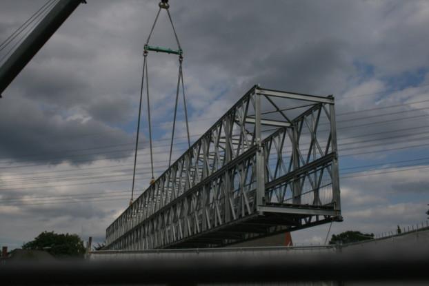 Frohmestraße: Fußgänger-Behelfsbrücke über die A7. Foto: Anja von Bihl
