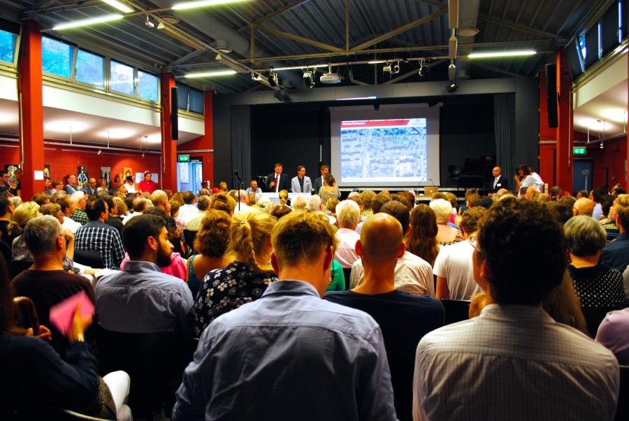 Mehr als 300 Anwohner und Interessierte verfolgten die öffentliche Diskussion über den Bebauungsplanentwurf für die Sophienterrasse.