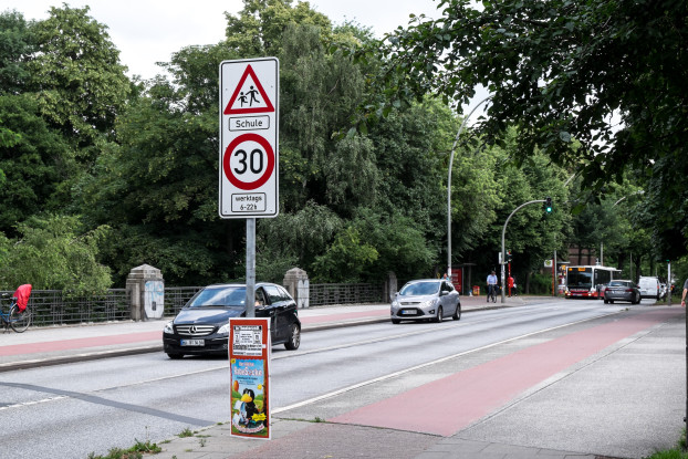 Ab dem Isebekkanal bis zur Kippingstraße gilt auf der Bundesstraße ab sofort Tempo 30. Foto: Dennis