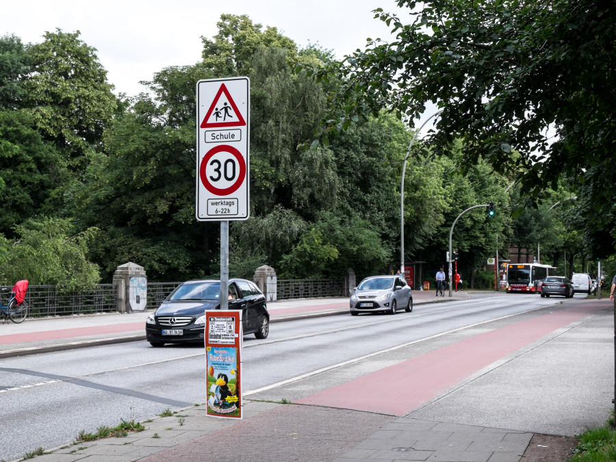 Ab dem Isebekkanal bis zur Kippingstraße gilt nun auf der Bundesstraße Tempo 30.