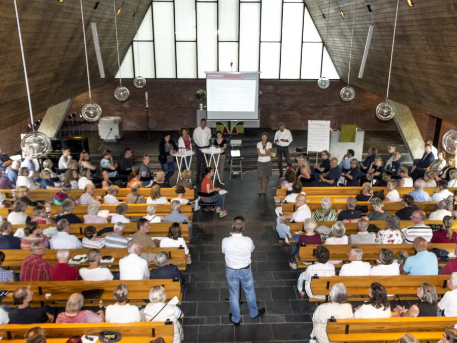 Großer Andrang bei der Infoveranstaltung in der Verheißungskirche. Foto: Lukas Gilbert