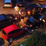 Die Beamten durchsuchen den Wagen. Foto: Eimsbütteler Nachrichten