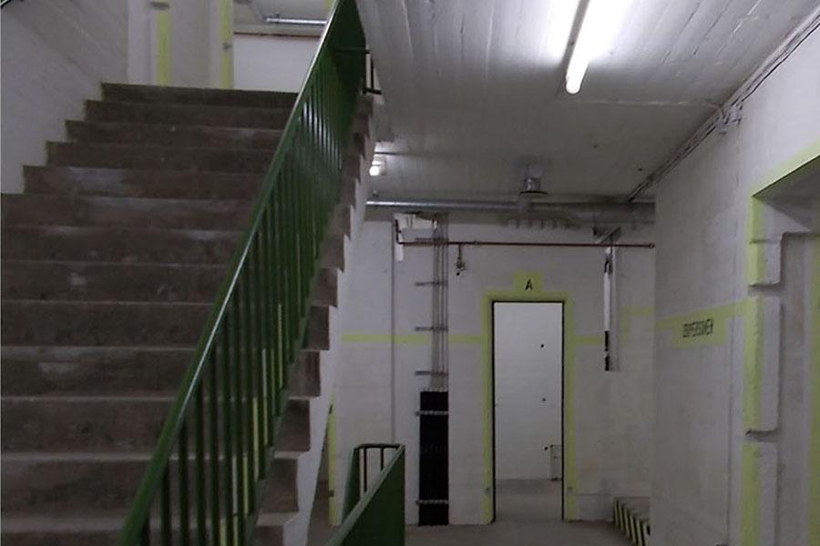 So eng ist es im Innern eines Hochbunkers. Foto: Lena Jürgens