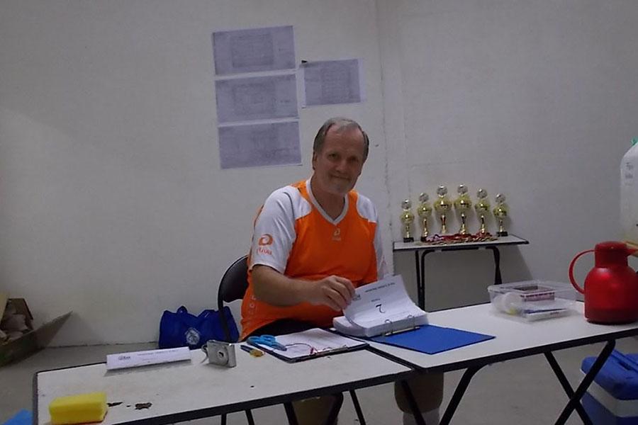 Initiator Christian Hottas bei den letzten Vorbereitungen vor dem Start. Foto: Lena Jürgens