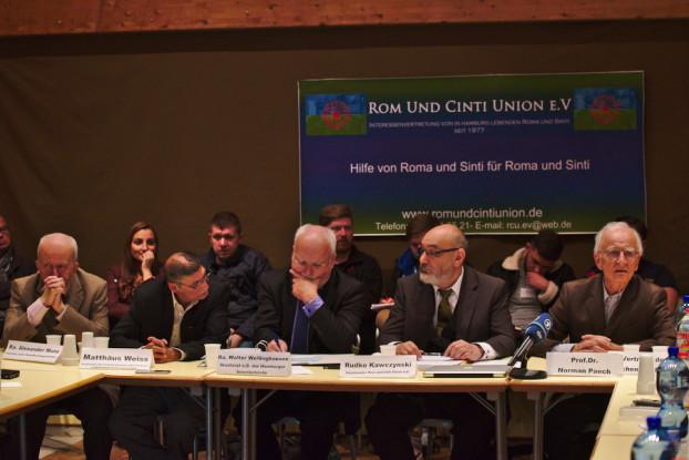 Bei der Info-Veranstaltung der Rom und Cinti Union (RCU) wurde unter anderem über ein umstrittenes Gesetz gesprochen. Foto: Tim Eckhardt