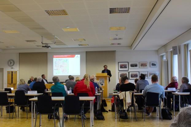 """Thomas Breyvogel informiert den Stadtplanungsausschuss über den aktuellen Sachstand zum Bebauungsplan """"Harvestehude 15"""""""