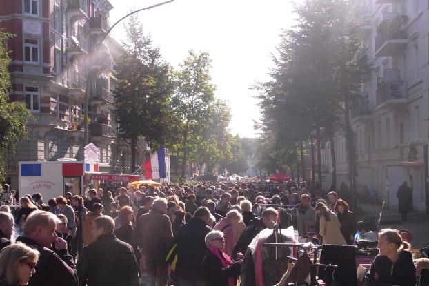 Vom Else-Rauch- bis zum Fanny-Mendelssohn-Platz. findet einmal jährlich der XXL-Flohmarkt statt - dieses Jahr fällt er aus. Foto: C. Schlobohm.