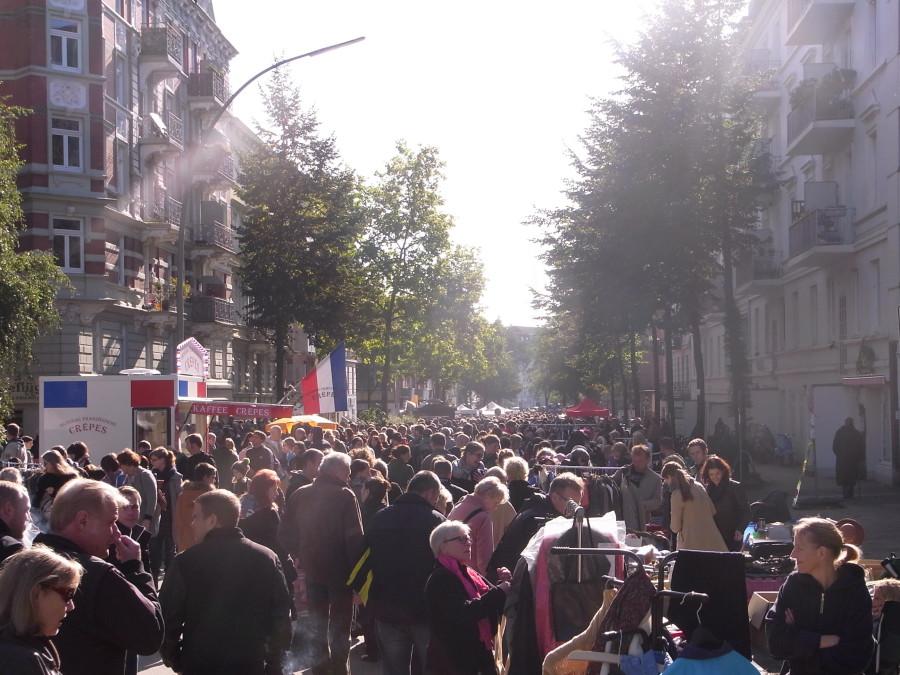 Der erste, aber sicher nicht der letzte Anwohnerflohmarkt in diesem Jahr. Foto: C. Schlobohm.