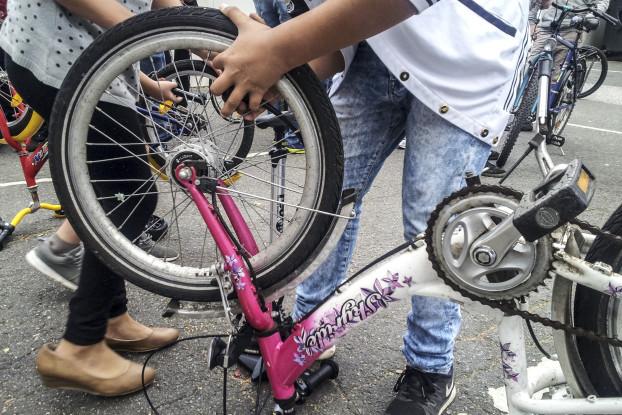 Herzliches Lokstedt macht Geflohene mobil. Mit der Fahrradwerkstatt sollen Flüchtlinge ein Fahrrad erhalten.