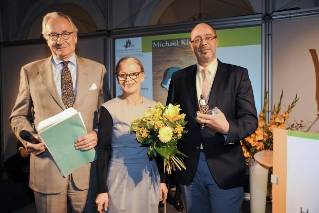 Moderator Joachim Kersten, die Direktorin der Staatsbibliothek, Gabriele Beger, und Preisträger Michael Kleeberg (v.l.n.r.) Foto: Dorothea Ahlers, Stabi